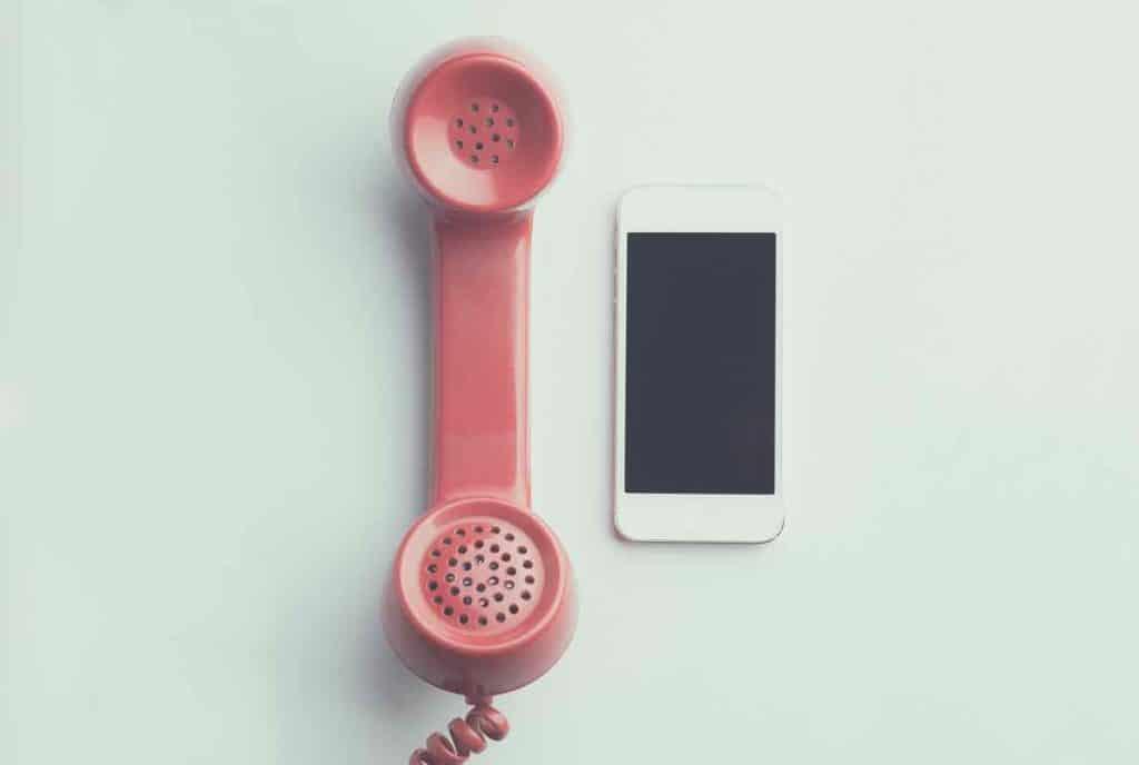 combiné téléphonique et smartphone